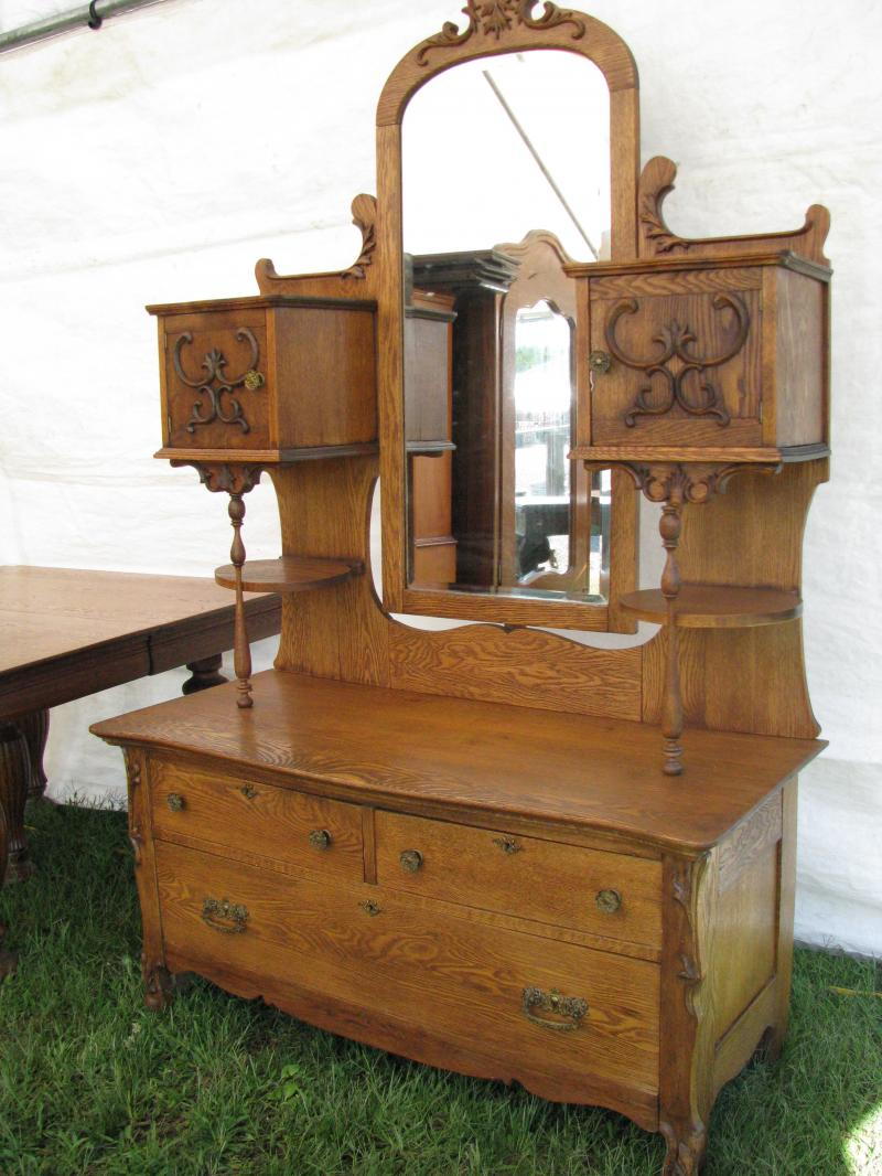 Z 39 S Antiques Restorations Special Events Brimfield Antique Shownew England 39 S Largest Outdoor