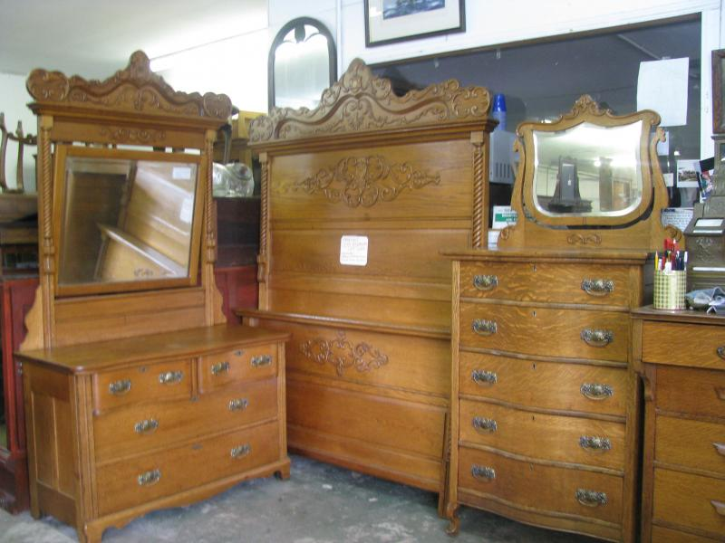 victorian bedroom set 3 pieces full sized bed 2 dressers circa 1900